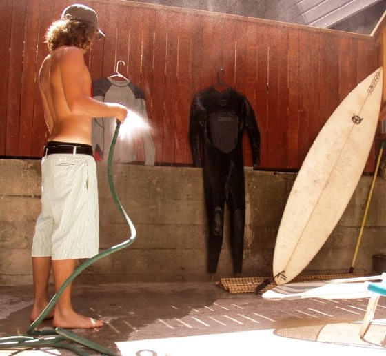 wetsuit care - rinse a wetsuit